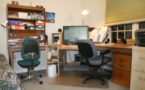Photo of completed desk.
