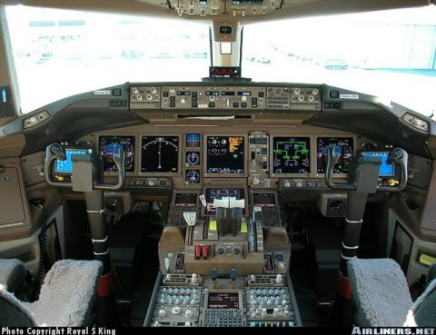 Boeing Triple-7 Flight Deck (from Royal S. King, Airliners.net)